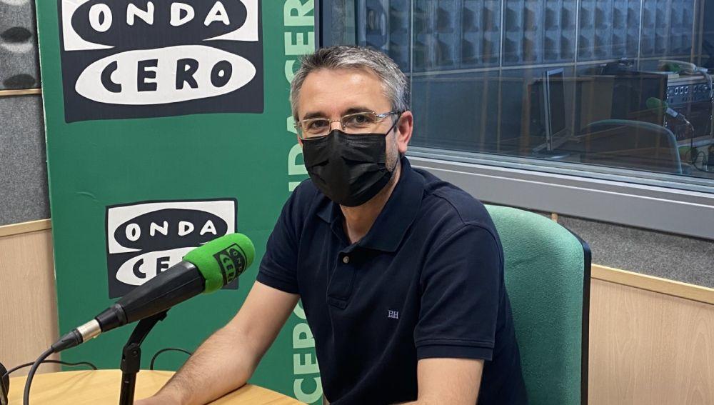 César Sánchez Ortiz, durante la entrevista en los estudios de Onda Cero Cuenca