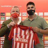 Javi Rico y Juan Berrocal, en la presentación del nuevo fichaje del Sporting