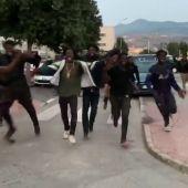 Casi 240 inmigrantes entran a Melilla en un nuevo salto a la valla que deja varios heridos