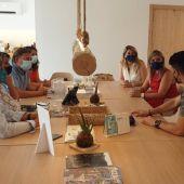 Alicante fomenta las sinergias turísticas con el sector público y privado de Ibiza