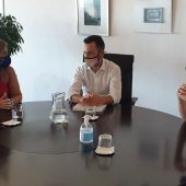 Mari Carmen Sánchez con responsables turísticos de Ibiza