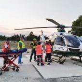 Efectivos del Grupo de Rescate e Intervención de Montaña junto con la Unidad de Helicópteros de la Guardia Civil rescatan a un senderista herido en Artà (Mallorca).