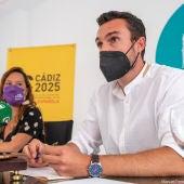 Lorena Garrón y Martín Vila, concejales del Ayuntamiento de Cádiz