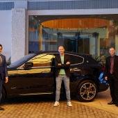 Myca y Motodrome hacen entrega de un Maserati  al presentador Gonzalo Miró