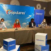 Álvaro Queipo, Teresa Mallada, Mario Garcés y Cristina Vega en en Parador de Corias