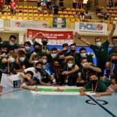 El equipo infantil masculino del Club Voleibol Elche Salesianos se proclamó campeón de España en Soria, en 2021, de la mano de los técnicos Rubén Fernández y Vicente Ferrández.