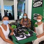 La ex presidenta de la Comunidad de Madrid, Cristina Cifuentes, en el stand de Onda Cero Mallorca, junto a la empresaria Mar Aldeguer y Elka Dimitrova.