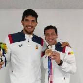 Rivilla junto al ciudadrealeño Sánchez-Migallón con la medalla de bronce