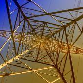 El precio de la luz alcanza este martes un nuevo máximo histórico por segundo día consecutivo