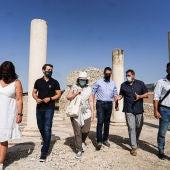 Marta Rivera de la Cruz visita el yacimiento arqueológico de Complutum en Alcalá de Henares