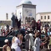 Los talibanes avanzan en Afganistán y toman 15 de las principales ciudades del país