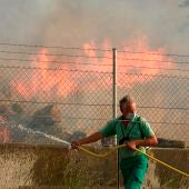 Medios aéreos se suman a la extinción del incendio de Navalacruz (Ávila), que ya ha arrasado 20.000 hectáreas