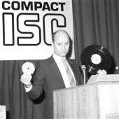 El disco compacto es un disco óptico utilizado para almacenar datos en formato digital
