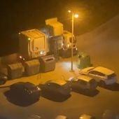 Camión de basura mezclando los vertidos