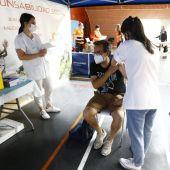 La salida de miles de aragoneses a sus destinos vacacionales ha ralentizado el ritmo de vacunación.