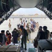 Despega de Kabul el primer avión con españoles y colaboradores afganos