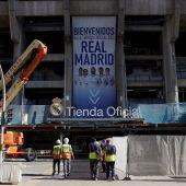 Tienda oficial del Real Madrid en el Santiago Bernabéu.