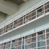 Un preso de Albocàsser provoca un incendio en su celda tras prender fuego a un colchón