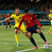 Augustinsson y Morata durante el Suecia-España de la Euro 2020