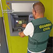 La Guardia Civil detiene a dos hombres en Dolores que realizaban estafas por medio del smishing