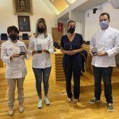 Masías junto a representantes de los 3 establecimientos homenajeados
