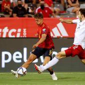 Marcos Llorente se disputa el balón con Luka Lochoshvili