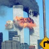 El World Trade Center en llamas después del impacto de dos aviones en las torres