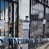 Vivienda precintada en Lucena (Córdoba) donde falleció un niño por las mordeduras de un perro