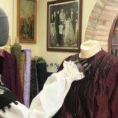 Los zaragozanos vuelven a sus tiendas especializadas en indumentaria tradicional