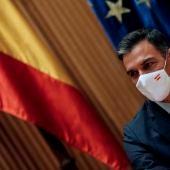 El presidente del Gobierno, Pedro Sánchez, durante la reunión con diputados, senadores y europarlamentarios del PSOE este miércoles en el Congreso