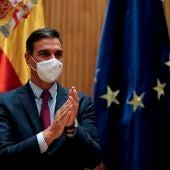 El presidente del Gobierno y secretario general del PSOE, Pedro Sánchez, durante la reunión mantenida con diputados, senadores y europarlamentarios del PSOE este miércoles