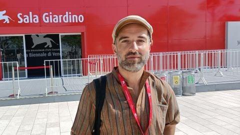 El director Mikel Gurrea, a su paso por la Mostra de Venecia para presentar el corto 'Heltzear'