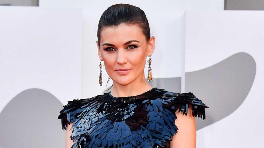 La actriz Marta Nieto posa en la alfombra roja de la Mostra de Venecia 2021