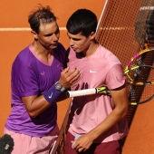 Rafa Nadal y Carlos Alcaraz durante un partido