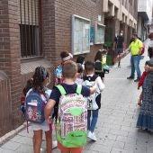 Alumnos entrando en un colegio de Ciudad Real