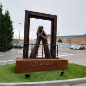 """Conjunto escultórico """"Los aplausos"""" en Torrejón de Ardoz"""