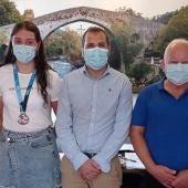 El Ayuntamiento de Cangas de Onís reconoce a la piragüista Carla Corral