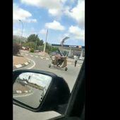 La Guardia Civil multa al conductor de un helicóptero por conducirlo por la carretera