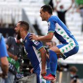 Borja Iglesias celebra un gol con Juanmi