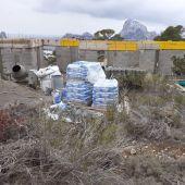 Derriban una casa ilegal que se construía en una finca protegida de Cala d'Hort en Ibiza