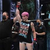 La luchadora trans Alana McLaughlin recibe multitud de críticas tras su victoria en su debut en MMA