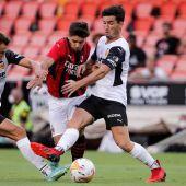 Hugo Guillamón en una acción con el Valencia
