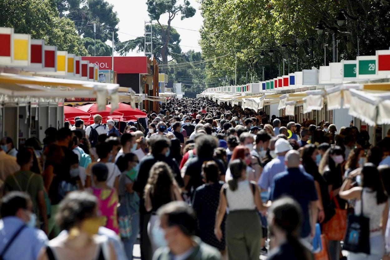 """Rubén Amón indulta al autor semifamoso de la Feria del Libro: """"La clave consiste en ubicarse en el toril sin mirar a los transeúntes"""""""