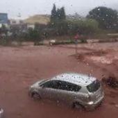 La DANA está dejando importantes inundaciones en diferentes zonas de Menorca dejando coches atrapados y causando problemas de circulación en la carretera general.