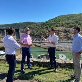 El presidente de la Diputación muestra su apoyo al alcalde de Serradilla en sus reivindicaciones ante el estado del río Tajo en el Parque Nacional de Monfragüe