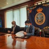 Firma del acuerdo de ampliación de instalaciones con Petaca Chico, uno de los grandes acuerdos firmados por Zona Franca