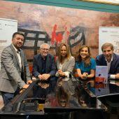 De izquierda a derecha, Iván Macías, Félix Amador, María Dueñas, Laura Enrech y Dario Regattieri.