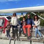 La familia en su barco