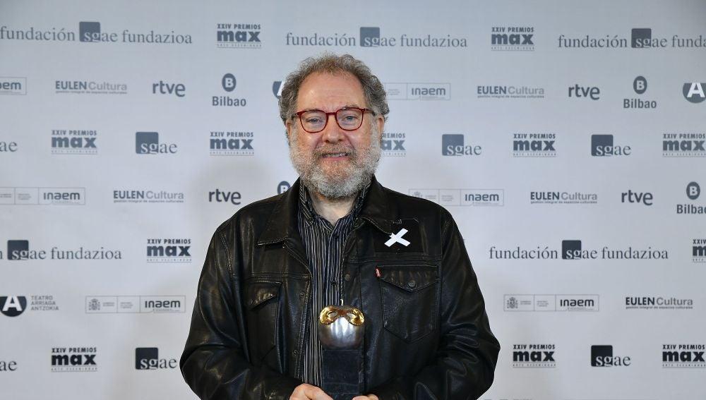 Juanjo Llorens con el Premio Max al Mejor diseño de Iluminación.