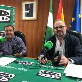 Juan Andrés Rejón junto al alcalde de Cogollos de Guadix, Eduardo Martos Hidalgo